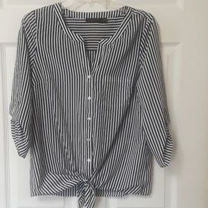 The Limited Sz S black & white front tie top